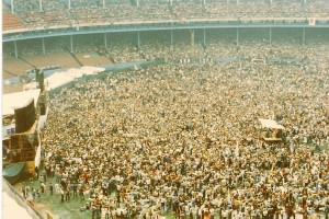 1975-08-2320crowd